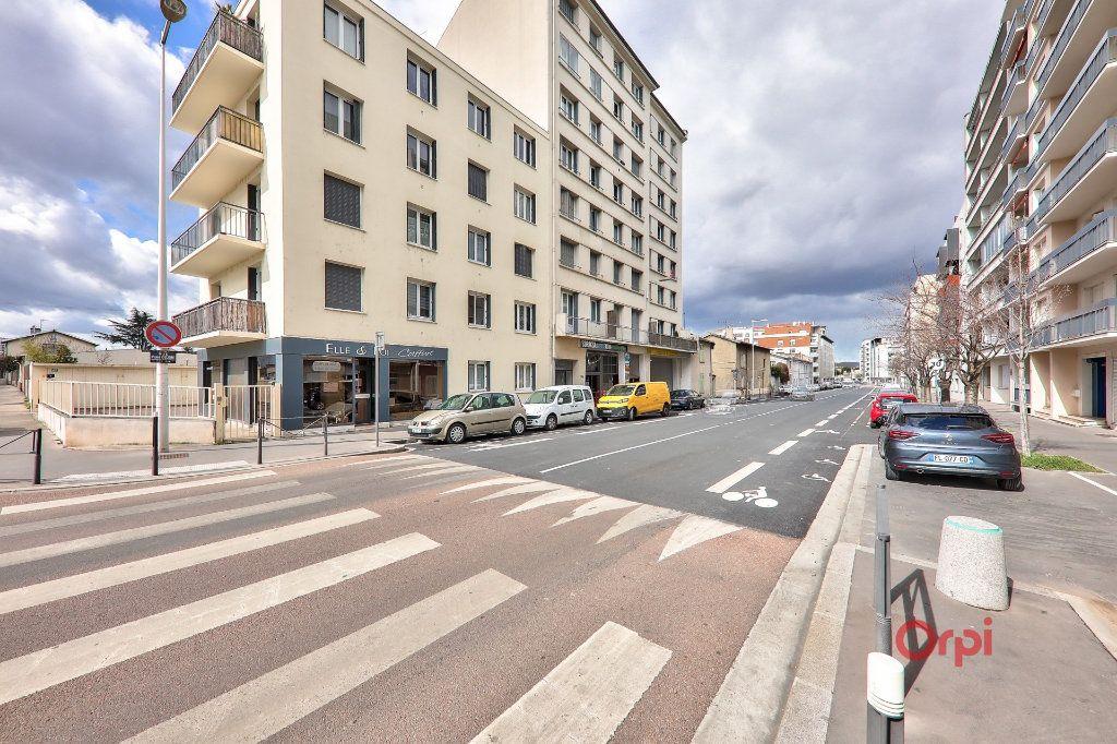Appartement à vendre 4 68m2 à Lyon 8 vignette-1