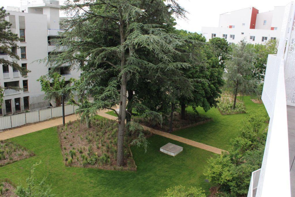 Appartement à vendre 3 61.65m2 à Lyon 8 vignette-2