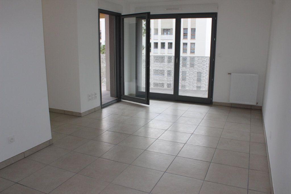 Appartement à vendre 3 61.65m2 à Lyon 8 vignette-6