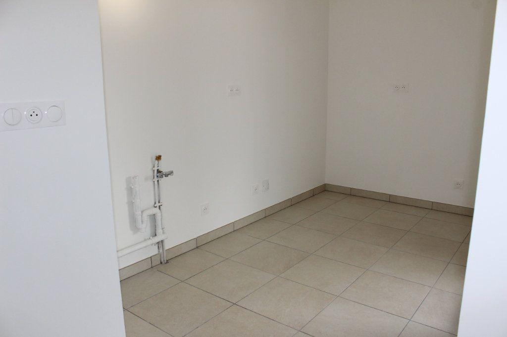 Appartement à vendre 3 61.65m2 à Lyon 8 vignette-8