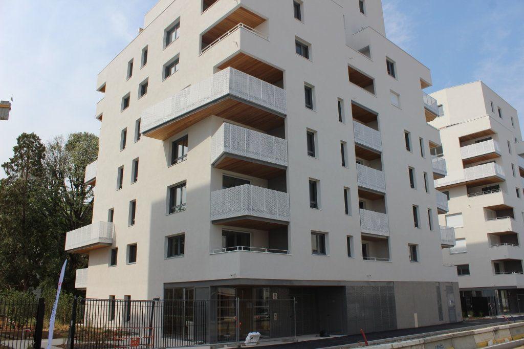 Appartement à vendre 3 61.65m2 à Lyon 8 vignette-12