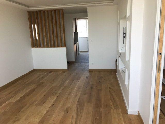 Appartement à louer 4 69.54m2 à Vénissieux vignette-1