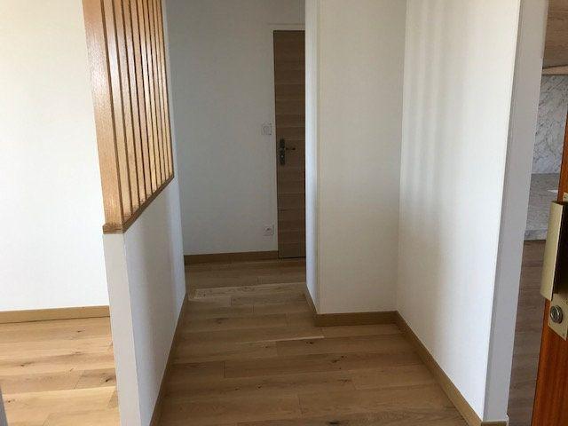 Appartement à louer 4 69.54m2 à Vénissieux vignette-2