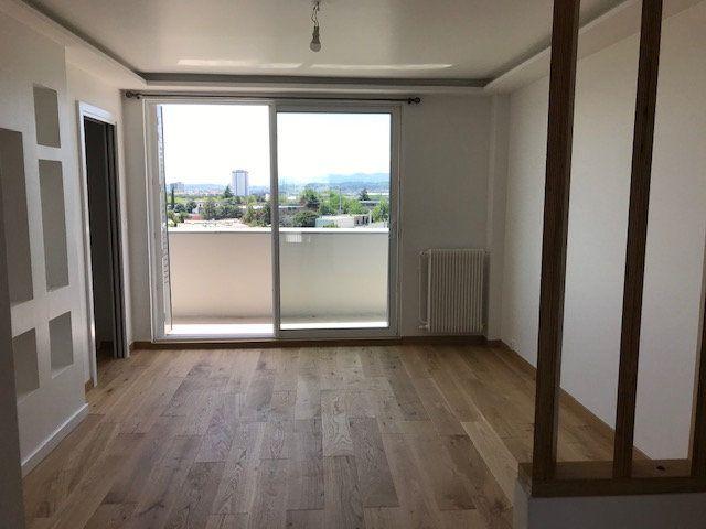 Appartement à louer 4 69.54m2 à Vénissieux vignette-5