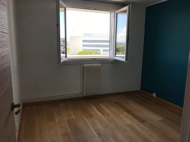 Appartement à louer 4 69.54m2 à Vénissieux vignette-13