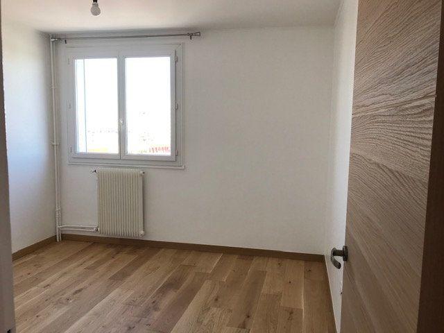 Appartement à louer 4 69.54m2 à Vénissieux vignette-14