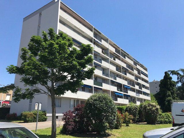 Appartement à louer 4 69.54m2 à Vénissieux vignette-17