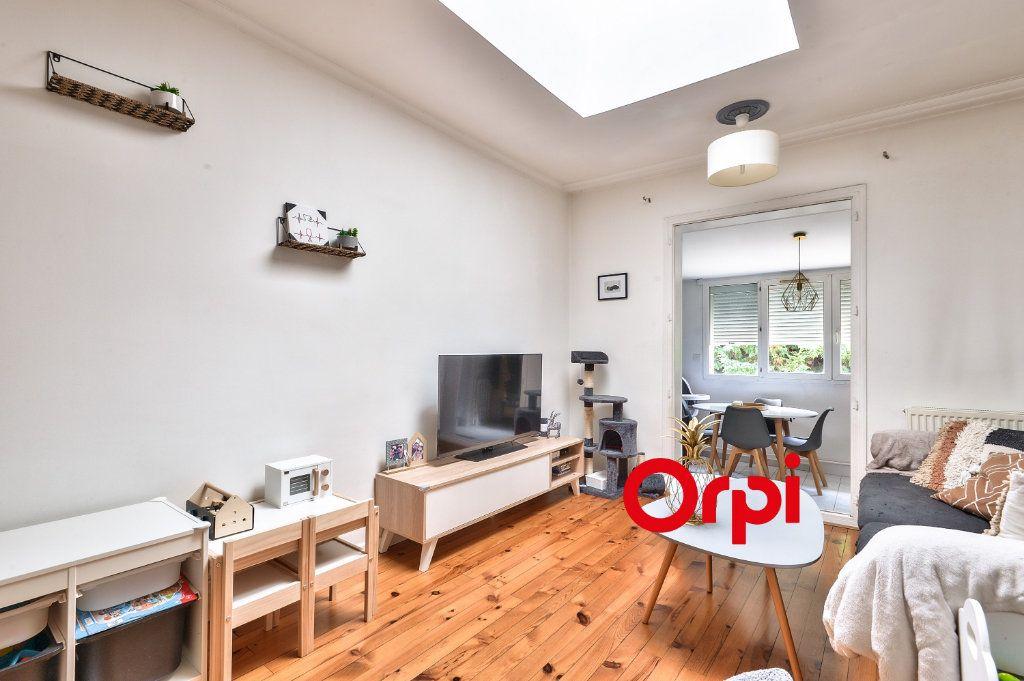 Appartement à vendre 3 62.13m2 à Vénissieux vignette-2