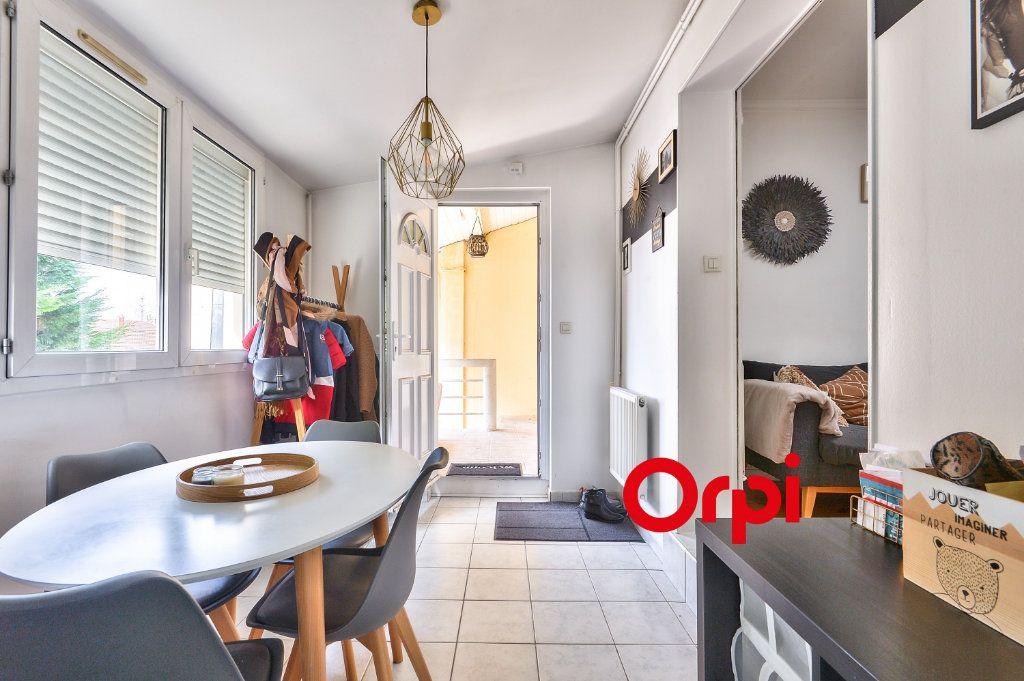 Appartement à vendre 3 62.13m2 à Vénissieux vignette-3