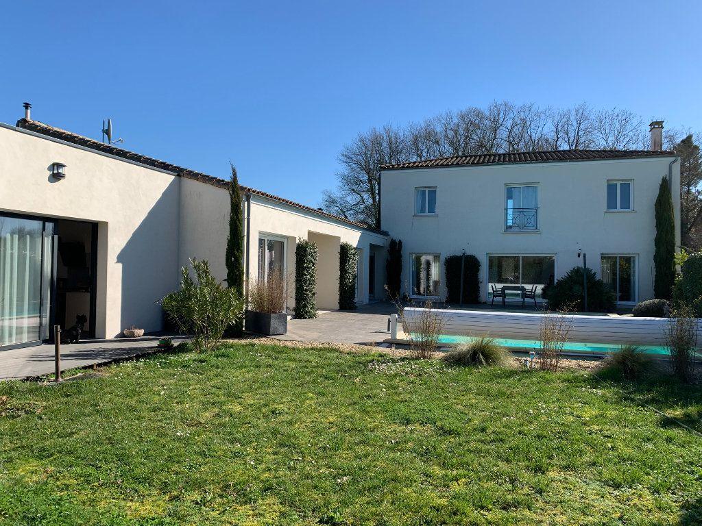 Maison à vendre 5 240m2 à Grézac vignette-1