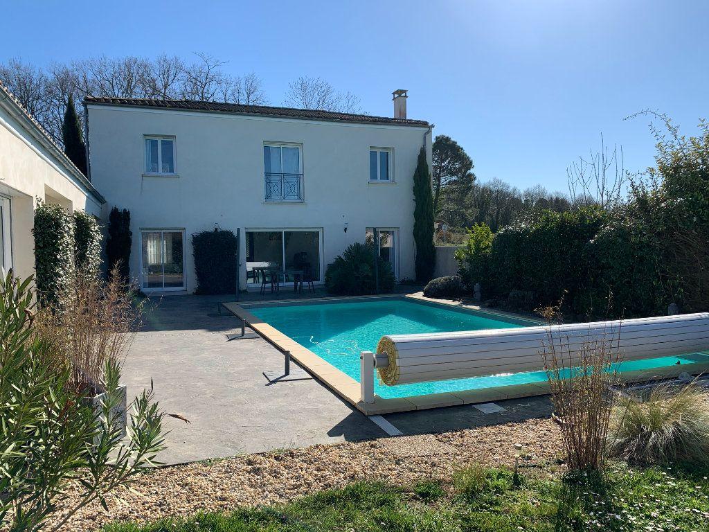 Maison à vendre 5 240m2 à Grézac vignette-14