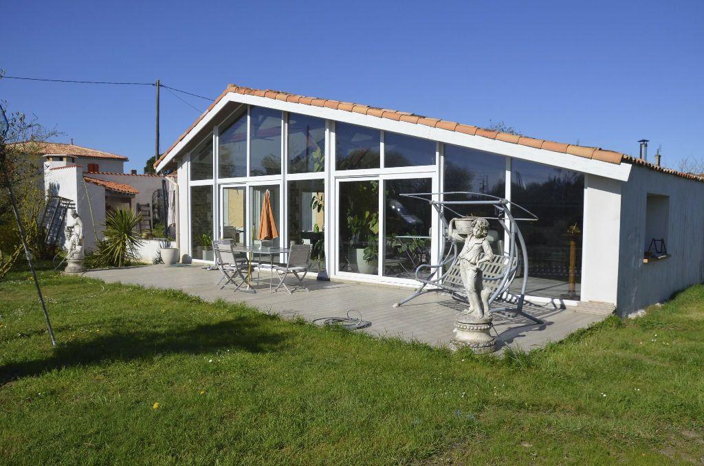 Maison à vendre 6 530m2 à Brie-sous-Mortagne vignette-1
