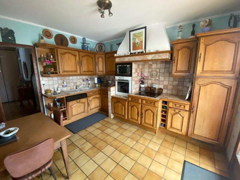 Maison à vendre 5 125m2 à Meschers-sur-Gironde vignette-5