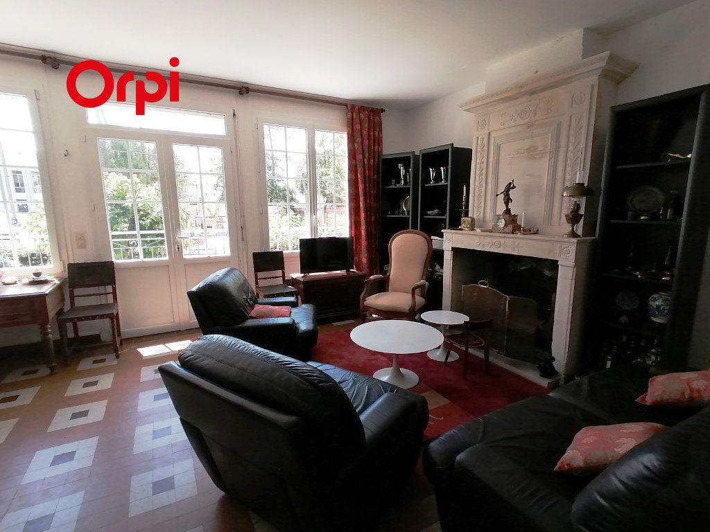 Maison à vendre 6 106m2 à Saint-Georges-de-Didonne vignette-2