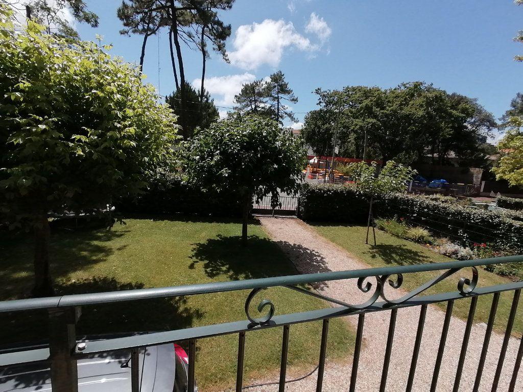 Maison à vendre 6 106m2 à Saint-Georges-de-Didonne vignette-5