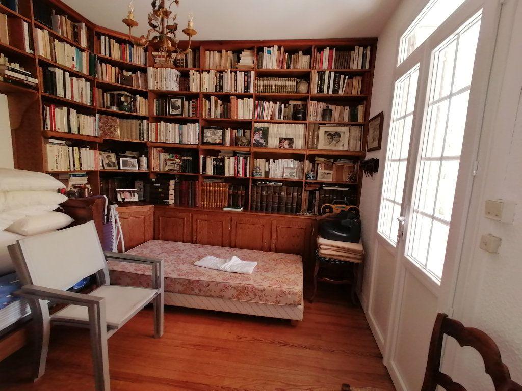 Maison à vendre 6 106m2 à Saint-Georges-de-Didonne vignette-7