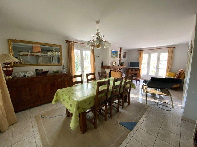 Maison à vendre 4 100m2 à Saint-Georges-de-Didonne vignette-4