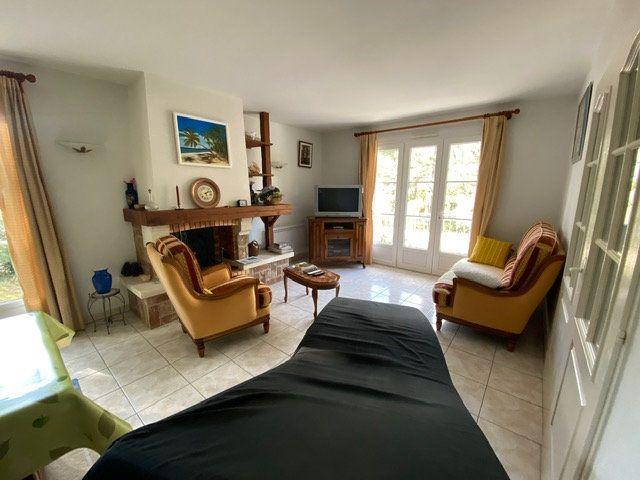 Maison à vendre 4 100m2 à Saint-Georges-de-Didonne vignette-5