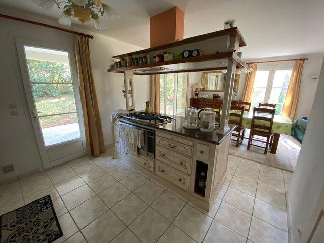 Maison à vendre 4 100m2 à Saint-Georges-de-Didonne vignette-7