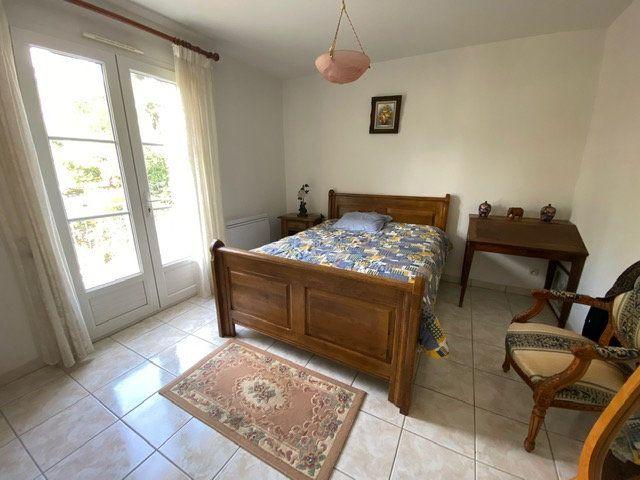 Maison à vendre 4 100m2 à Saint-Georges-de-Didonne vignette-8