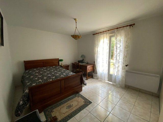 Maison à vendre 4 100m2 à Saint-Georges-de-Didonne vignette-9