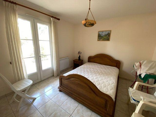 Maison à vendre 4 100m2 à Saint-Georges-de-Didonne vignette-10
