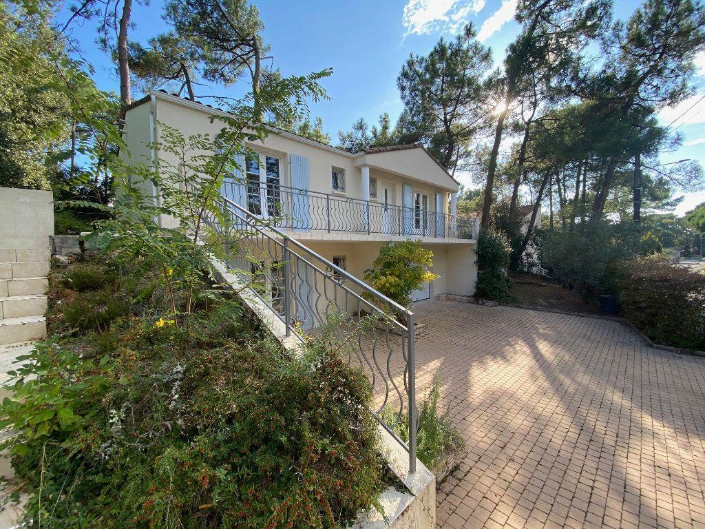 Maison à vendre 4 100m2 à Saint-Georges-de-Didonne vignette-15