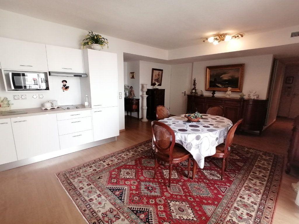 Appartement à vendre 3 63.44m2 à Royan vignette-1