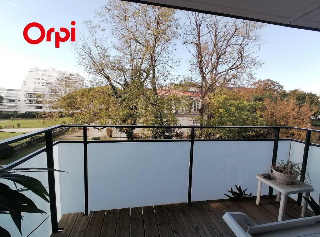 Appartement à vendre 3 63.44m2 à Royan vignette-2
