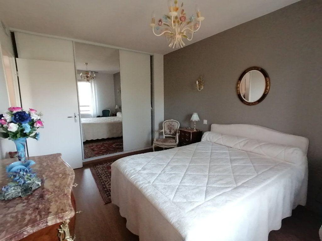 Appartement à vendre 3 63.44m2 à Royan vignette-5