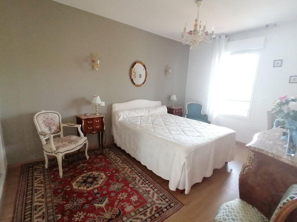 Appartement à vendre 3 63.44m2 à Royan vignette-10
