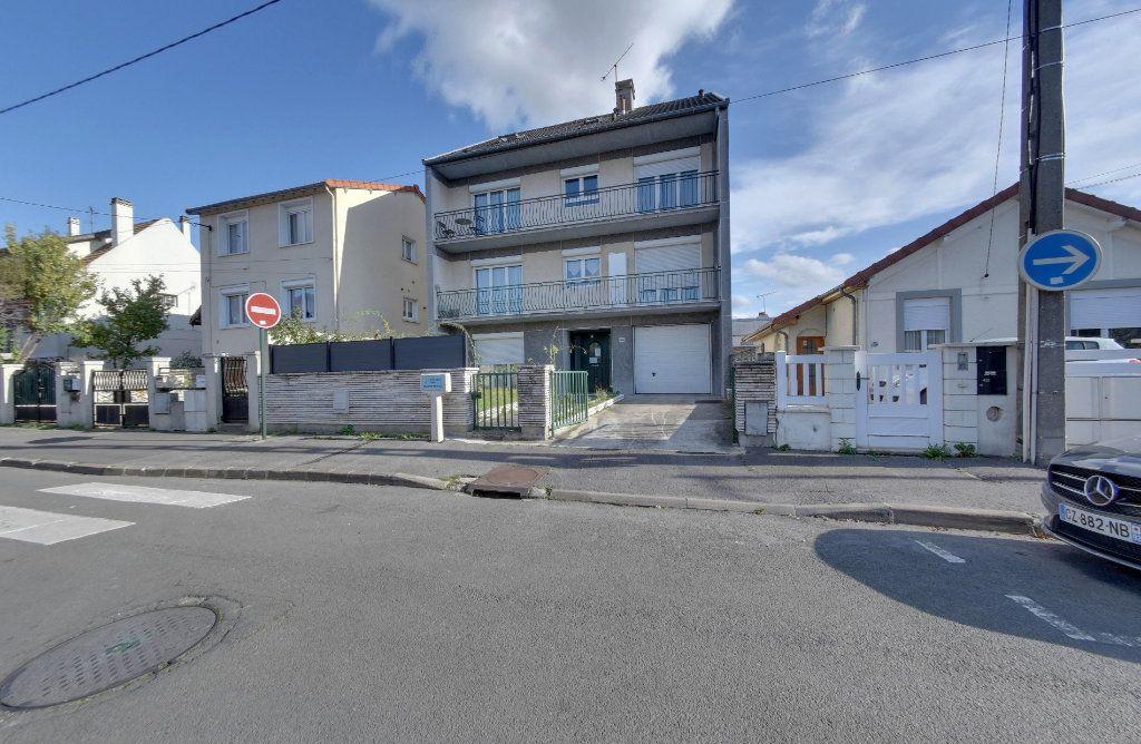 Appartement à vendre 1 23.9m2 à Le Blanc-Mesnil vignette-1