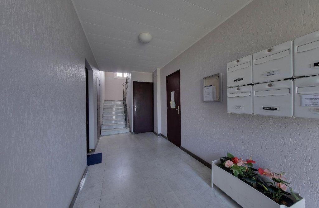 Appartement à vendre 1 23.9m2 à Le Blanc-Mesnil vignette-6