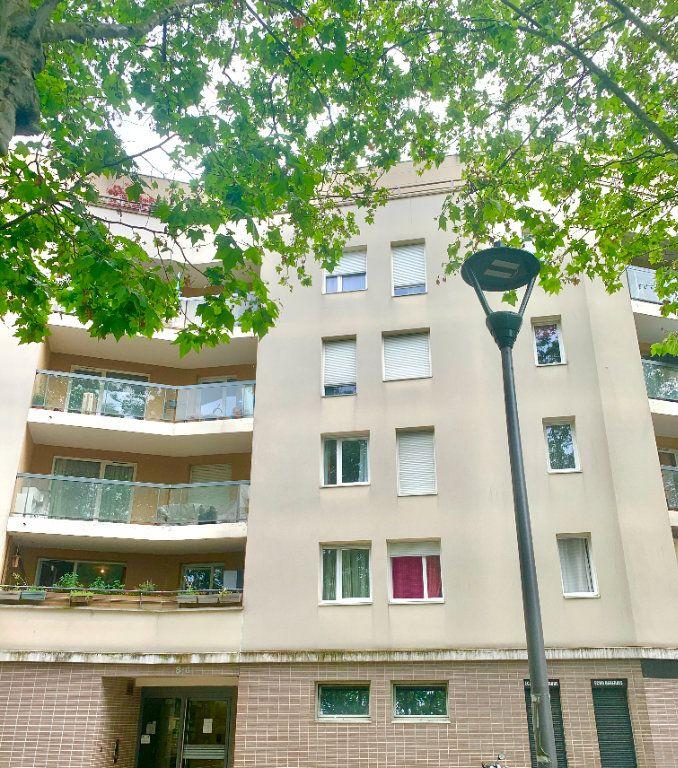 Appartement à vendre 3 54m2 à Le Blanc-Mesnil vignette-1