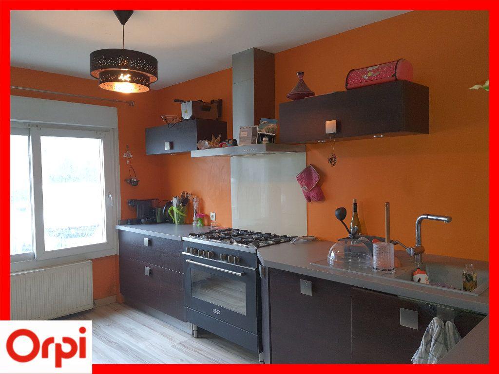 Maison à vendre 5 111.6m2 à Marsac-en-Livradois vignette-1