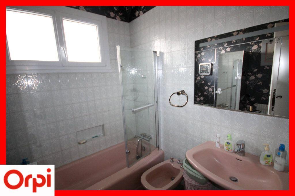 Maison à vendre 8 177m2 à Issoire vignette-9