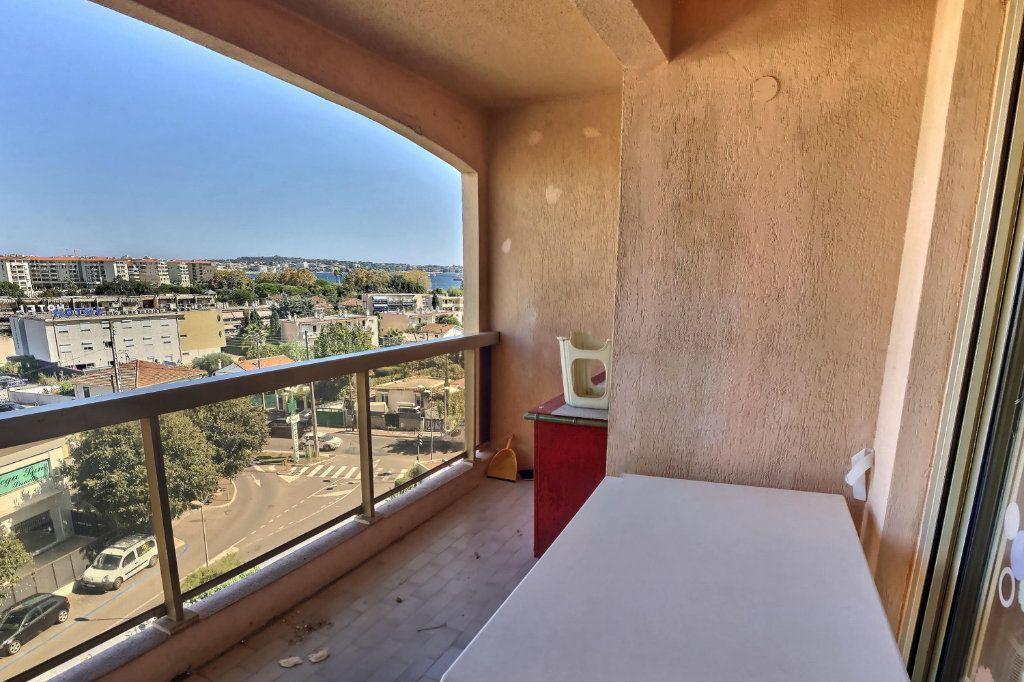 Appartement à louer 2 32m2 à Golfe Juan - Vallauris vignette-6