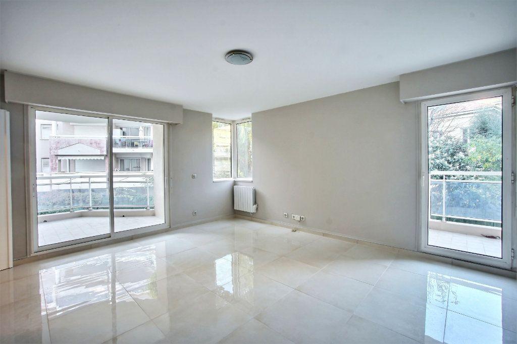 Appartement à vendre 3 68m2 à Cannes vignette-2