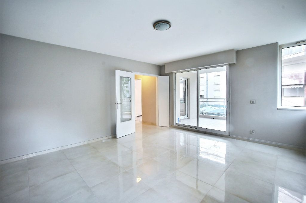 Appartement à vendre 3 68m2 à Cannes vignette-3