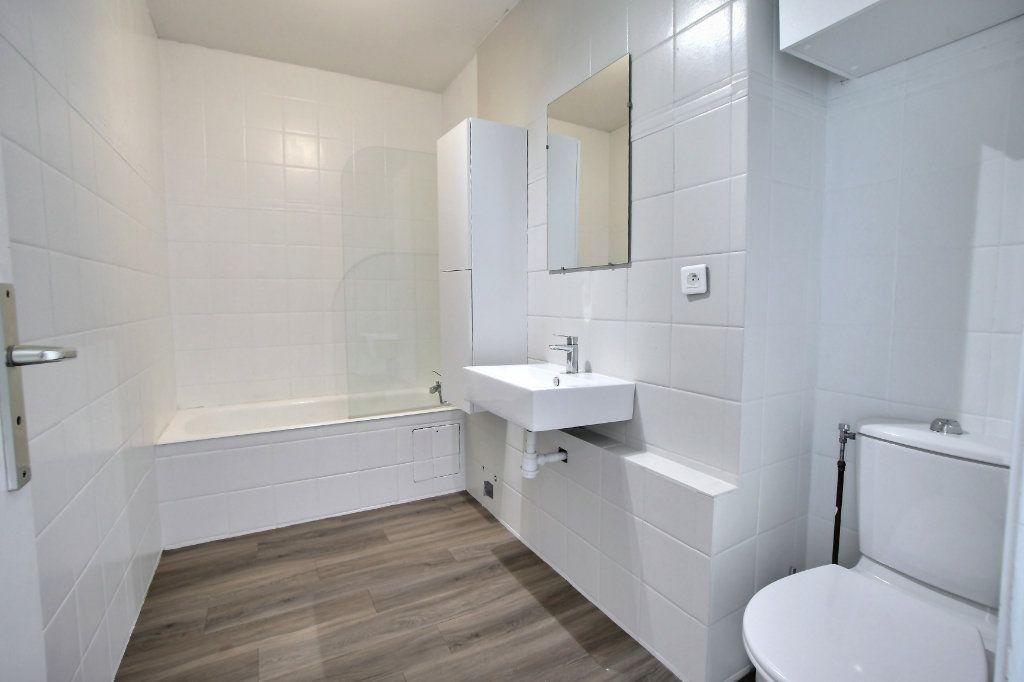 Appartement à vendre 1 27.7m2 à Villeneuve-Loubet vignette-6