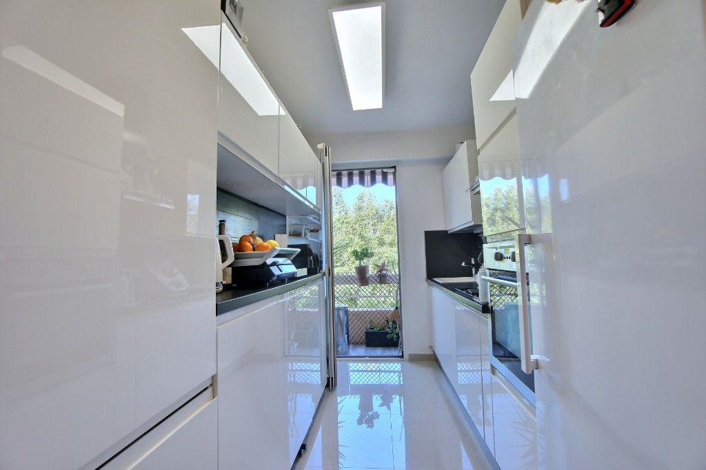 Appartement à vendre 3 63m2 à Golfe Juan - Vallauris vignette-4