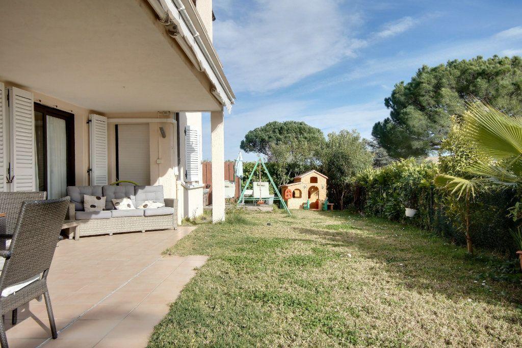 Appartement à vendre 4 106.62m2 à Villeneuve-Loubet vignette-1