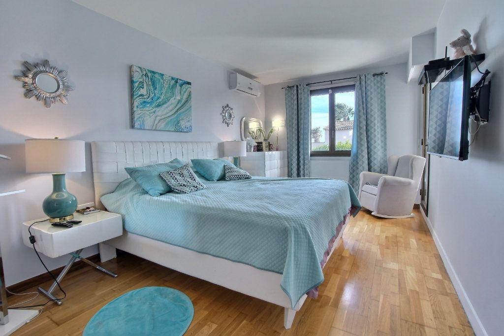 Appartement à vendre 4 106.62m2 à Villeneuve-Loubet vignette-5