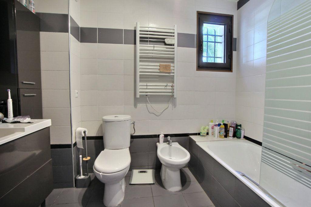 Appartement à vendre 4 106.62m2 à Villeneuve-Loubet vignette-8