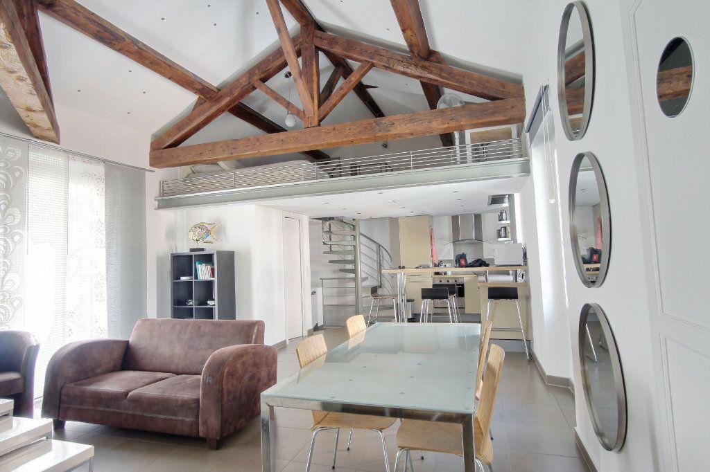 Appartement à louer 3 68m2 à Cannes vignette-1