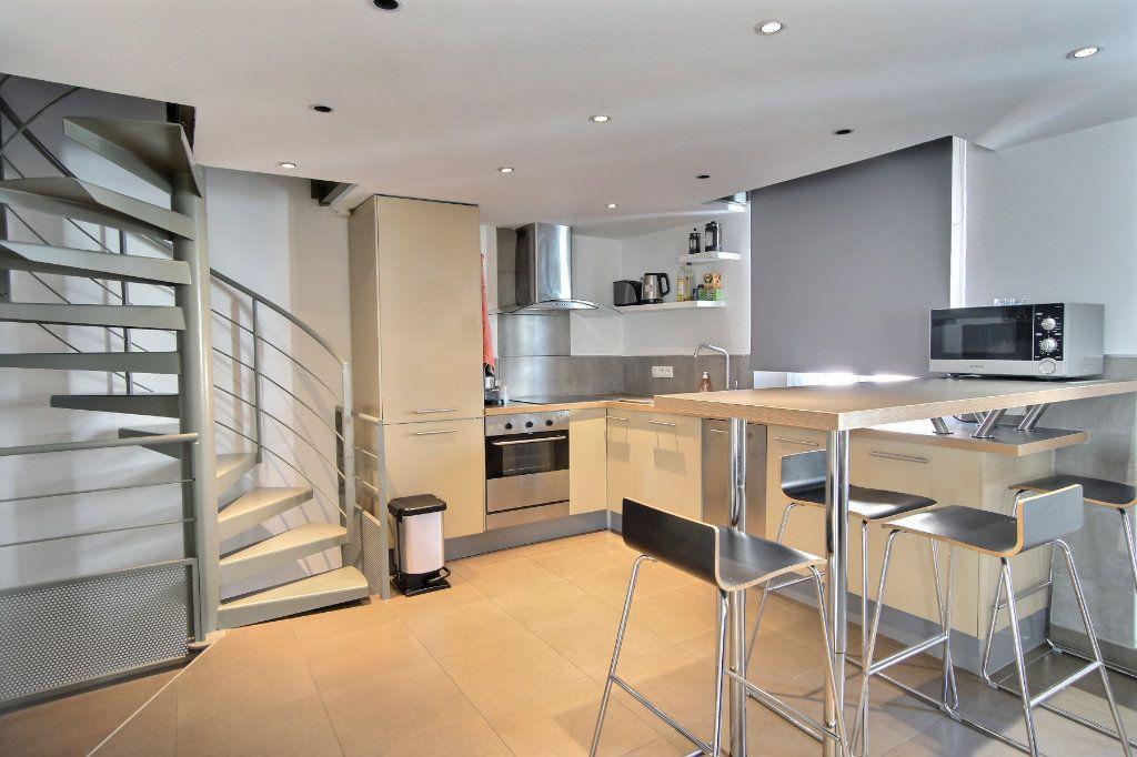 Appartement à louer 3 68m2 à Cannes vignette-2