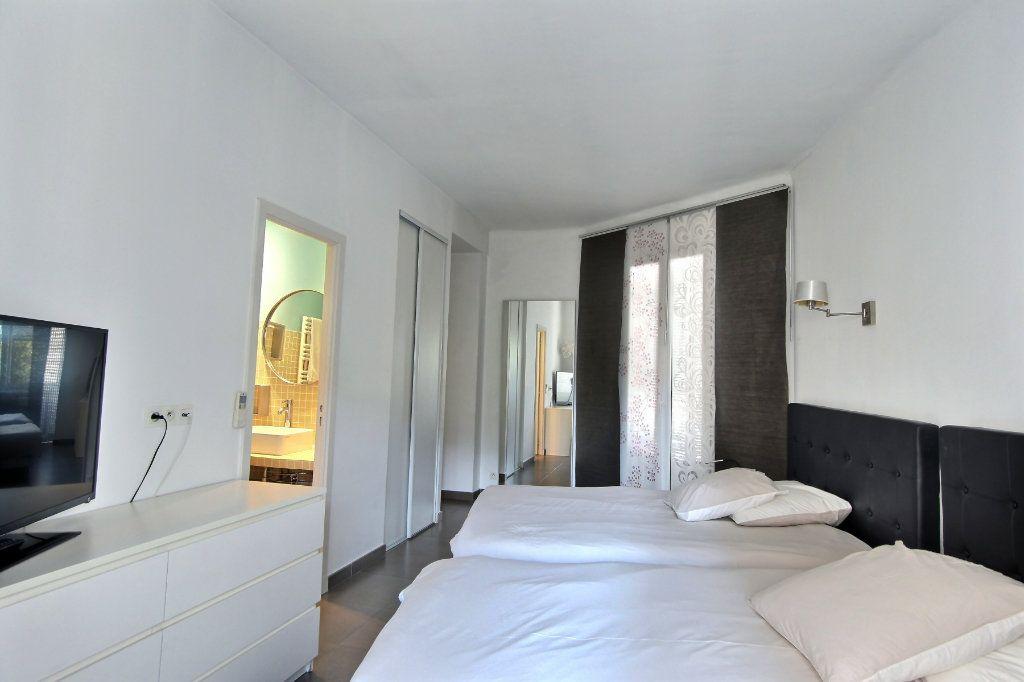 Appartement à louer 3 68m2 à Cannes vignette-3