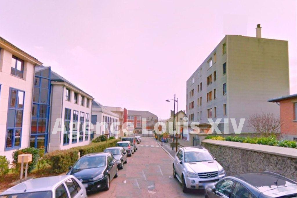 Appartement à vendre 5 100m2 à Versailles vignette-2