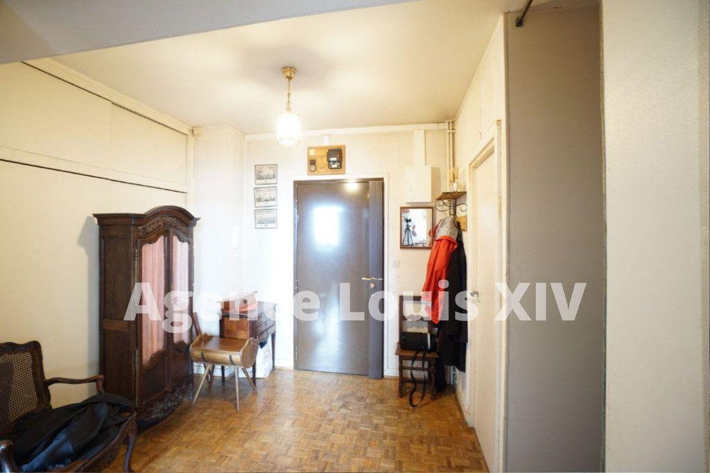 Appartement à vendre 5 100m2 à Versailles vignette-4