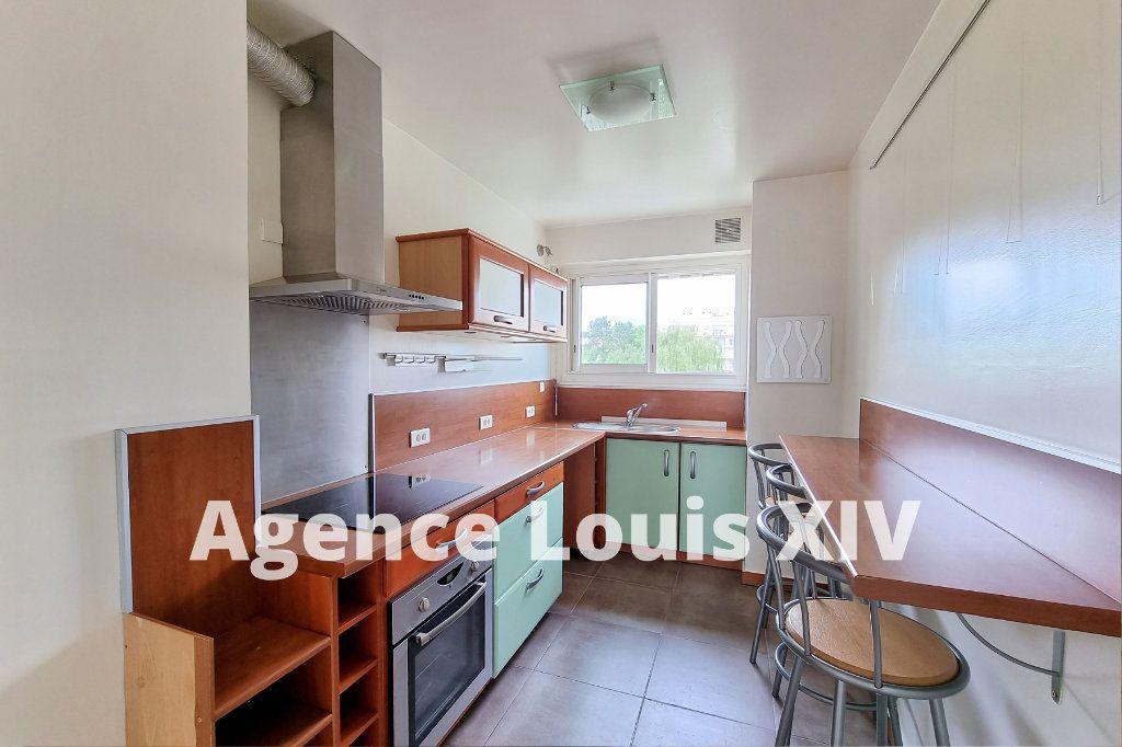 Appartement à vendre 3 80m2 à Versailles vignette-4